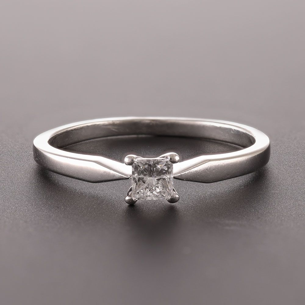 Pre-Owned 9ct White Gold Solitaire Engagement Ring Diamond Gold