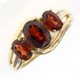 Pre-owned 9ct Yellow Gold Three Stone Garnet Ring - Size P
