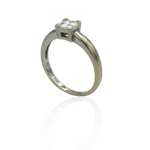 Pre-owned 9ct White Gold Ring With Diamonds