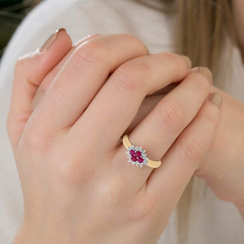 9ct Yellow Gold 0.21ct Diamond & 0.45ct Ruby Cluster Ring Ruby Gold