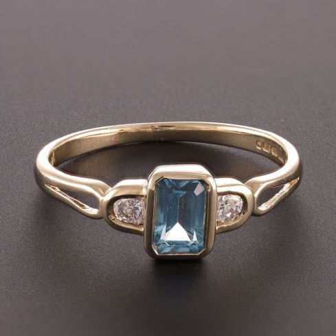 Pre-Owned 9ct Yellow Gold Three Stone Ring London Topaz Gold